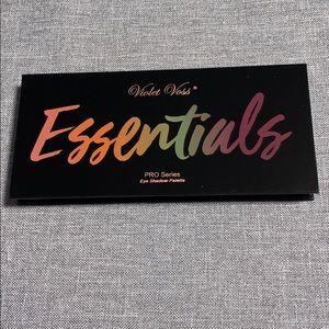 Violet Voss Essentials shadow palette